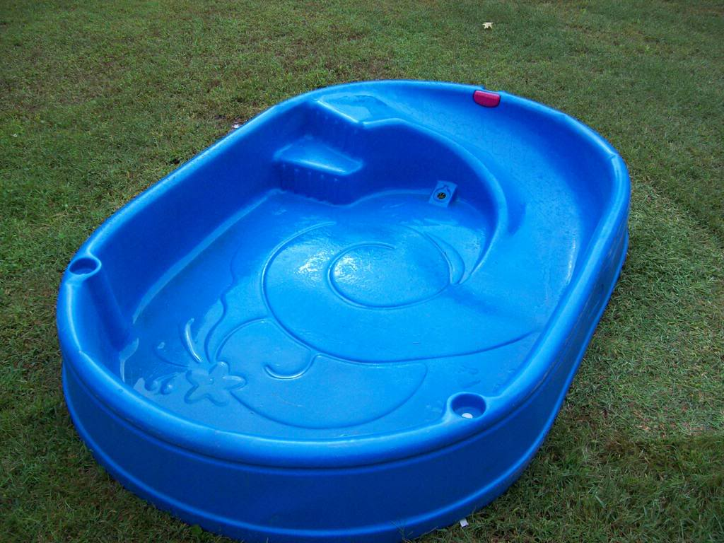 Kiddie pool slip and slide safety tips the custom for Best children s paddling pool